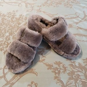 UGG Women's Fuzz Yeah Slippers size 5 NWOT